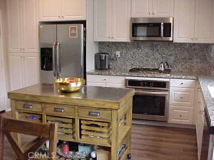 Kitchen with Full Granite Backsplash