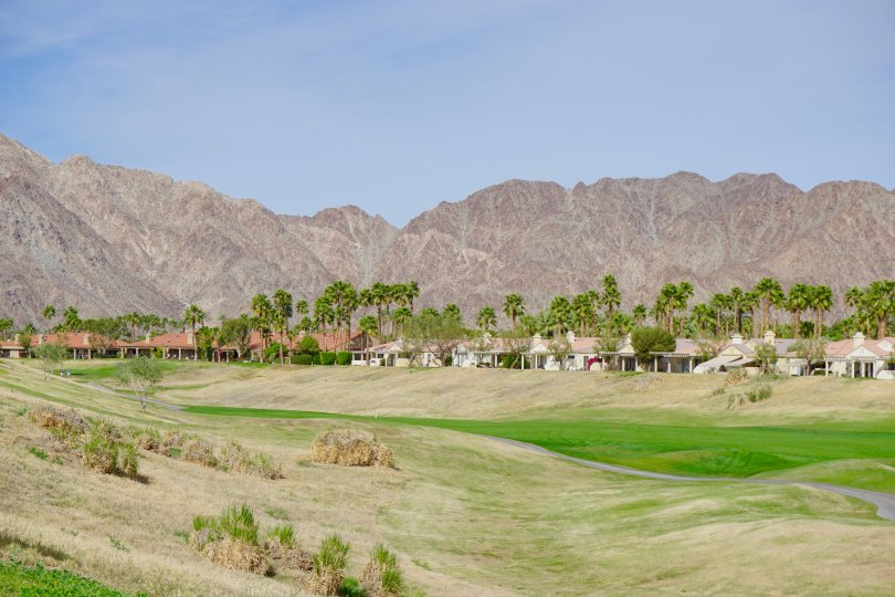 Homes in Duna La Quinta have mountain views