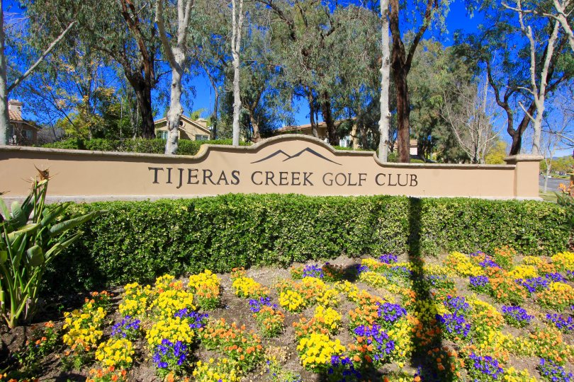 The sign at the entrance of the golf club within Tierra Linda