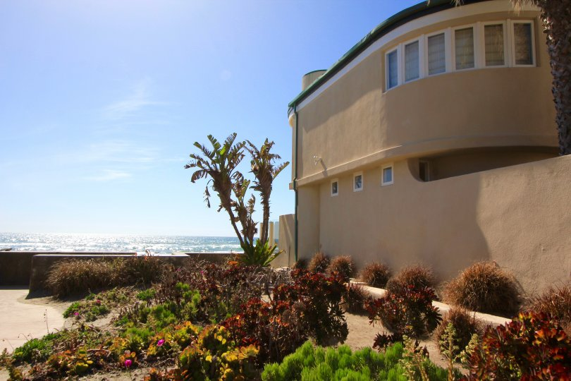 Beach Colony House with quick access to beach on its side