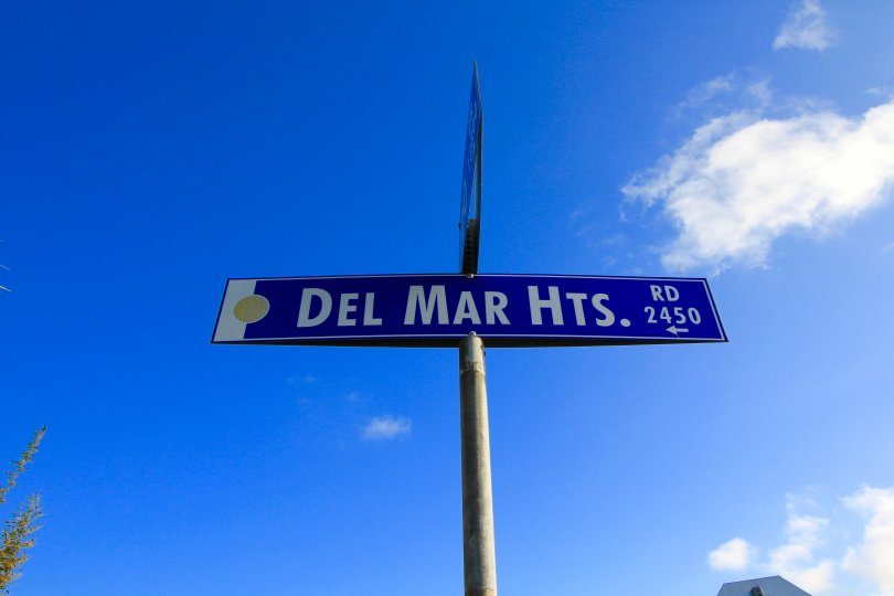 A road sign pointing towards Del Mar Heights