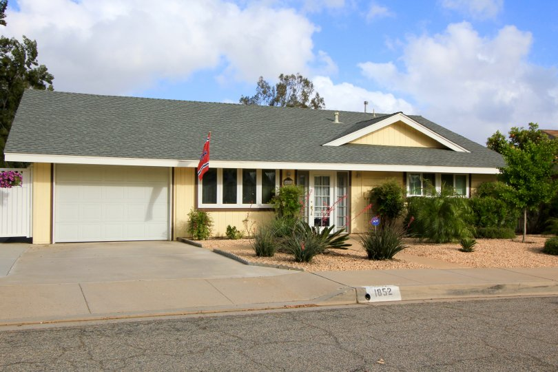 This gorgeous cozy home is located in Country Club Neighborhood