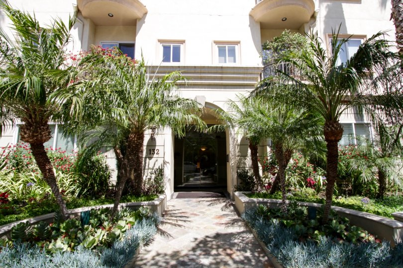 132 S Maple Dr Beverly Hills