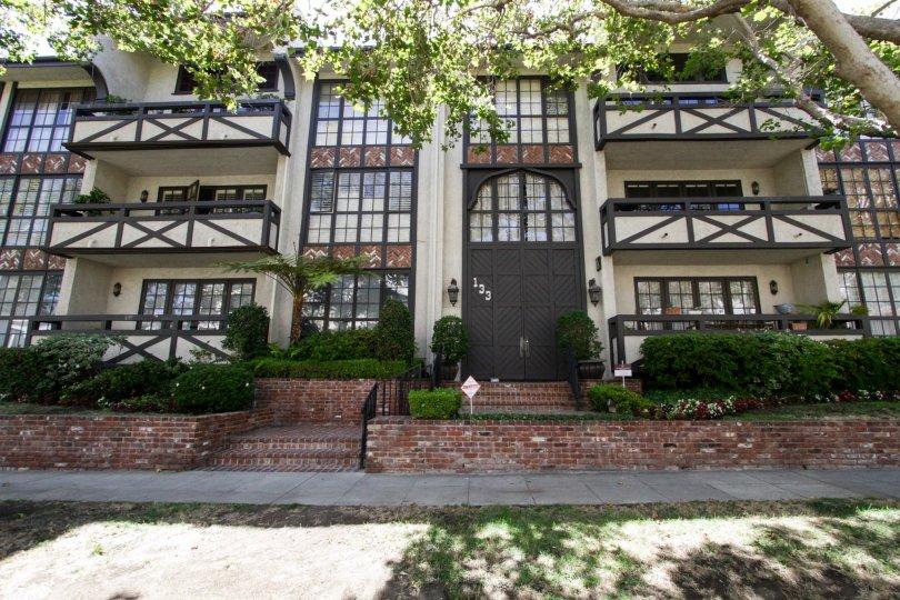 133 S Oakhurst Dr Beverly Hills