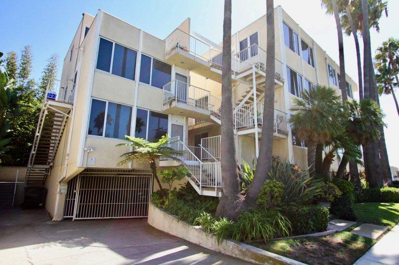 Sixteen 36th Place Long Beach