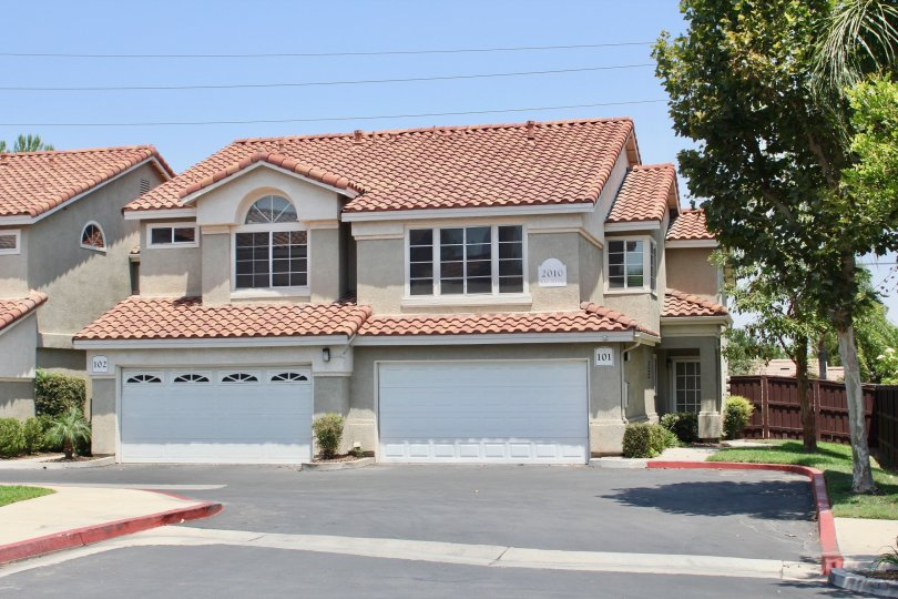 Cortina corona California large shaped grided windows and neat walking platform in front