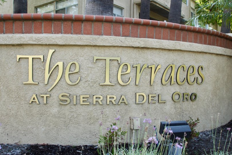 A good house with compound walls to live protected with your family in the terraces at Sierra del pro corona california