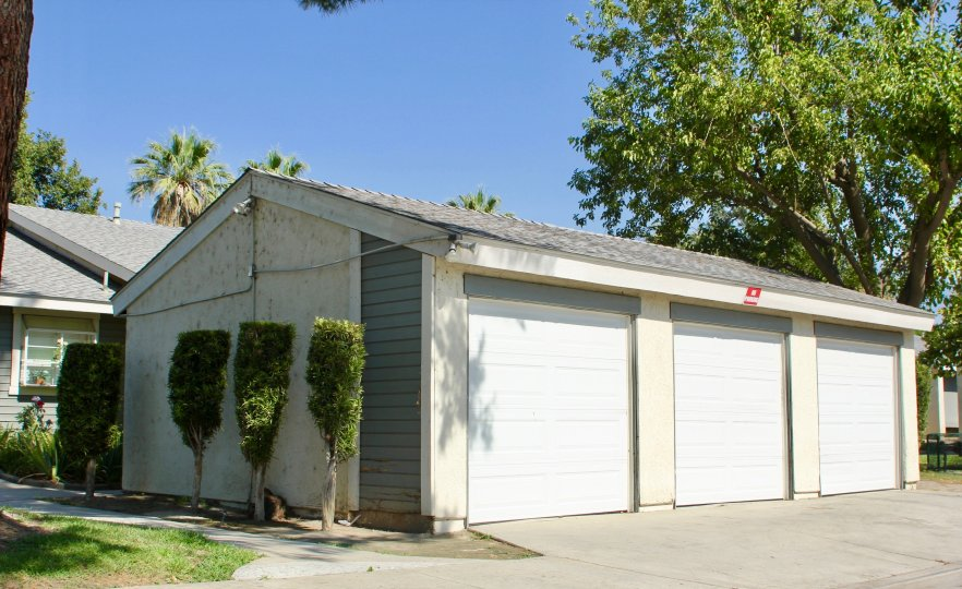 Three-car garage in the Dartmouth Arbors community of Hemet, CA.