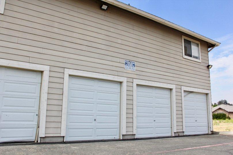 Lake Country villas lake elsinore california garages doors storage