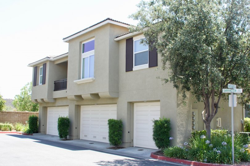 North Oaks murrieta California square shaped building structure with ordered and trimmed decorative plants and tall tree