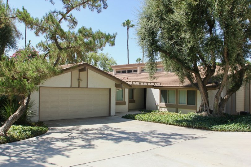 Canyon Crest Villas riverside California perfect house with remote view, calm surroundings, modern leafy trees