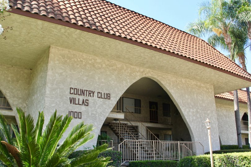 The entrance to the 1000 block building at Country Club Villas in Riverside