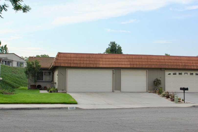 Short and awesomely cute bungalow of De Anza Verde, riverside, California
