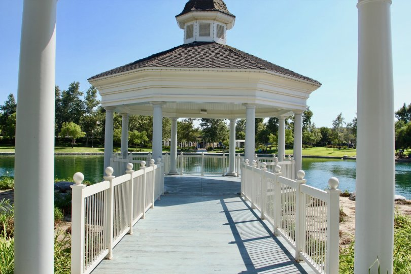 A beautifiul shelter, overlooking the lake and amazing scenery. This is located in Temecula California, At Savannah at Harveston