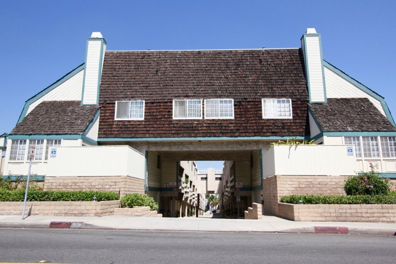 The building at 116 S Chapel Ave in Alhambra California