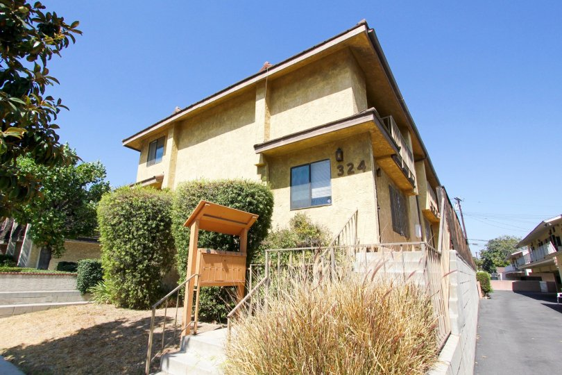 The building at 324 N Stoneman Ave in Alhambra California