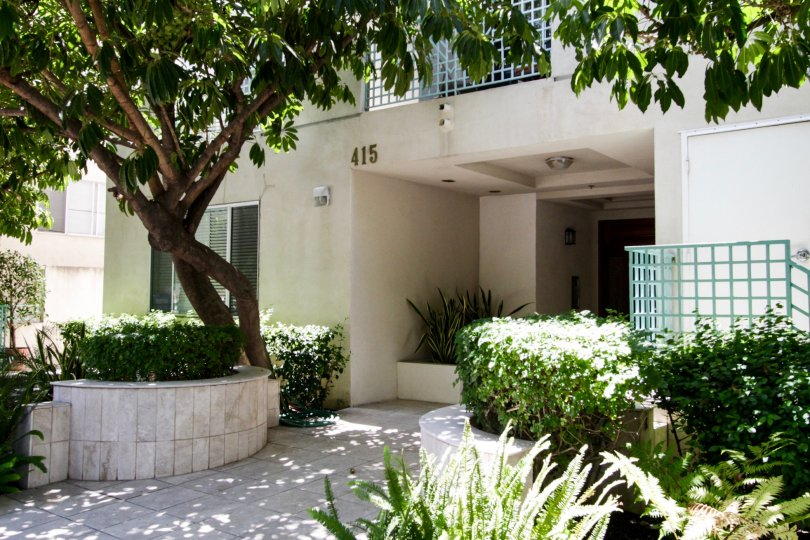 The entryway into Willaman Regency in Beverly Center