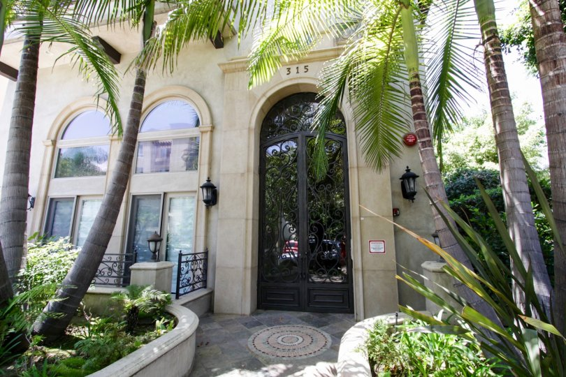 The entrance into Willaman Villas in Beverly Center