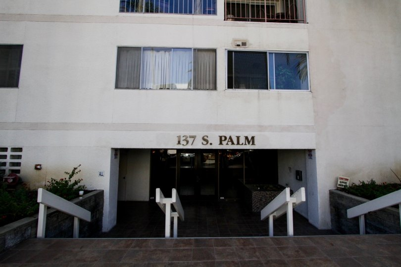 The entrance into the 137 S Palm building in Beverly Hils