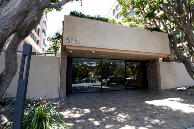 The doors entering into 211 Spalding in Beverly Hills