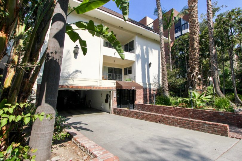 321 N Palm Dr, beverly hills, California is A beautiful well construct building which have elegant colour and shiny bright glass windows. Lots of green trees enhance its beauty. A sunny bright day give it an amazing look.
