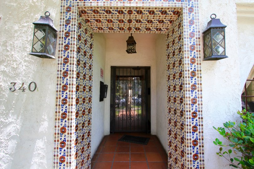 The decorated entrance into 340 N Oakhurst