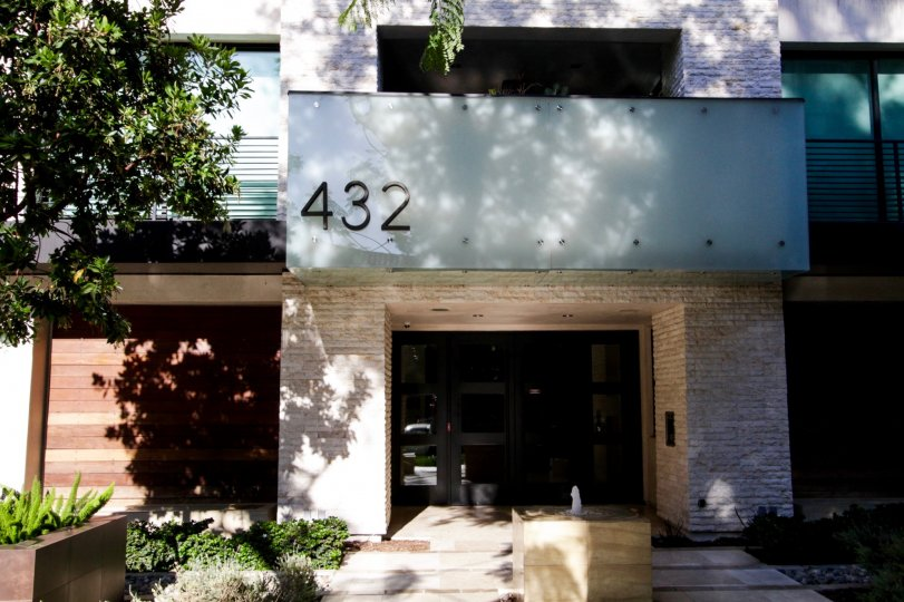 The numbers annoucning 432 N Oakhurst in Beverly Hills