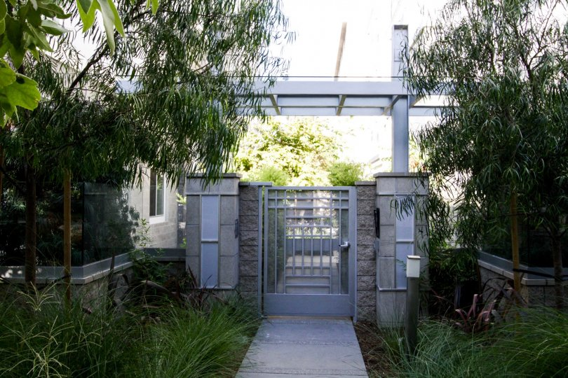 The gated side entrance into 460 N Palm in Beverly Hills