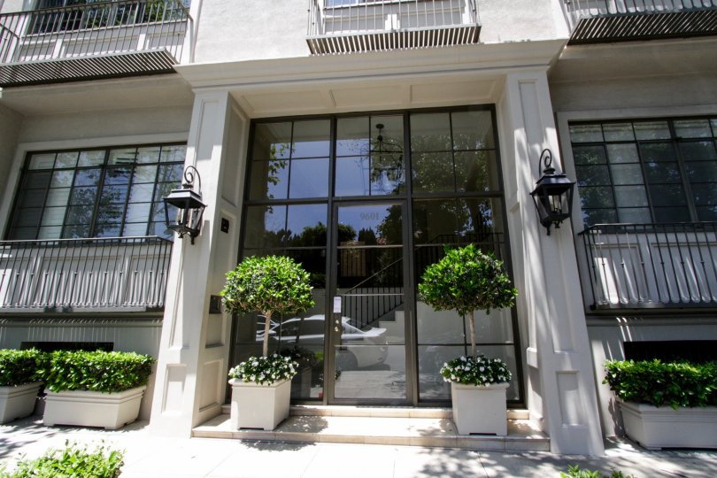 The entrance into 9601 Charleville in Beverly Hills