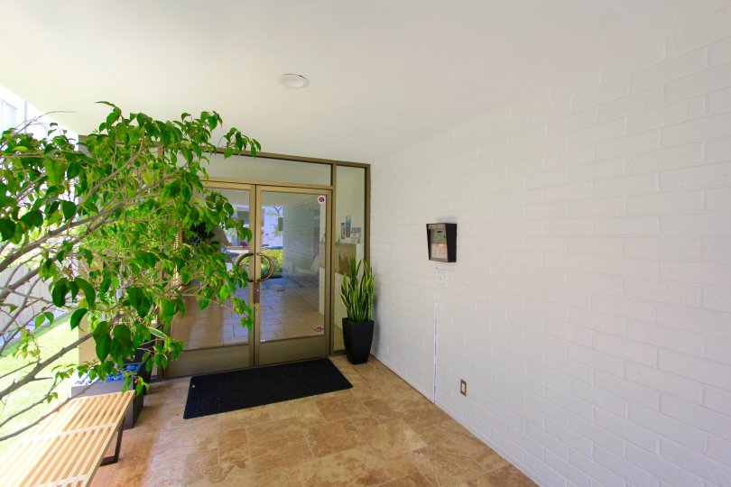 The foyer in the Beverly Oakhurst in Beverly Hills