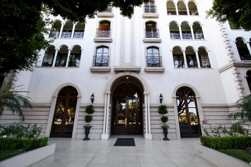 The entrance into Le Faubourg St Honore in Beverly Hills