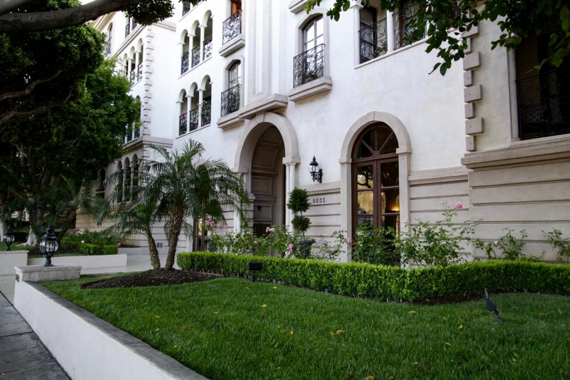 The landscaping around the Le Faubourg St Honore