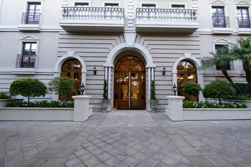 The entrance into Le Faubourg St Louis in Beverly Hills