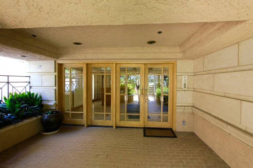 The entrance into Le Grande Etage of Beverly Hills