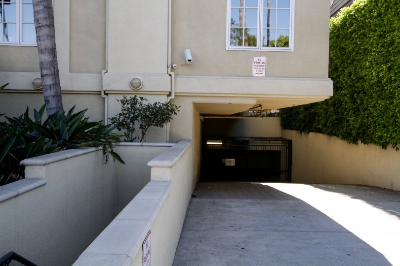 The private parking for those at the Maison Doheny