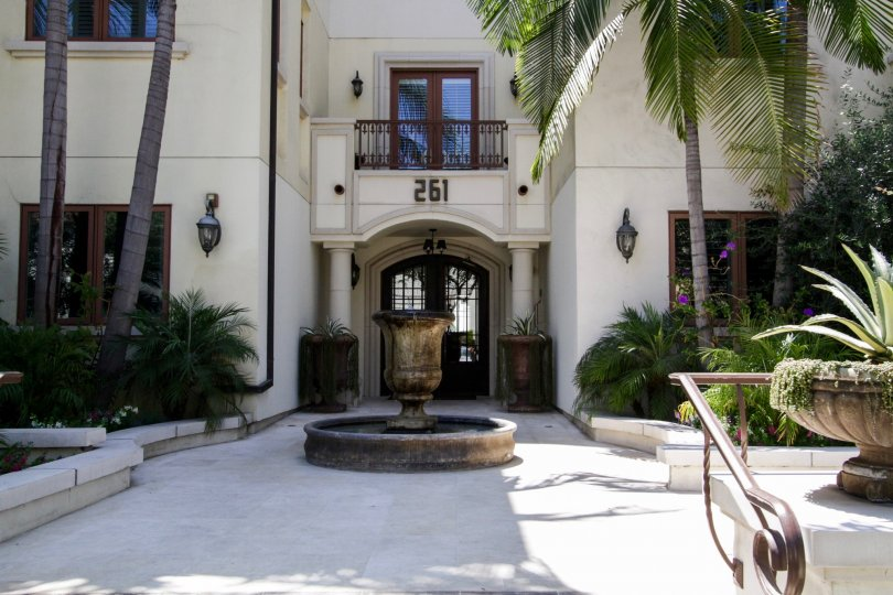 The entrance into Maison Reeves in Beverly Hills