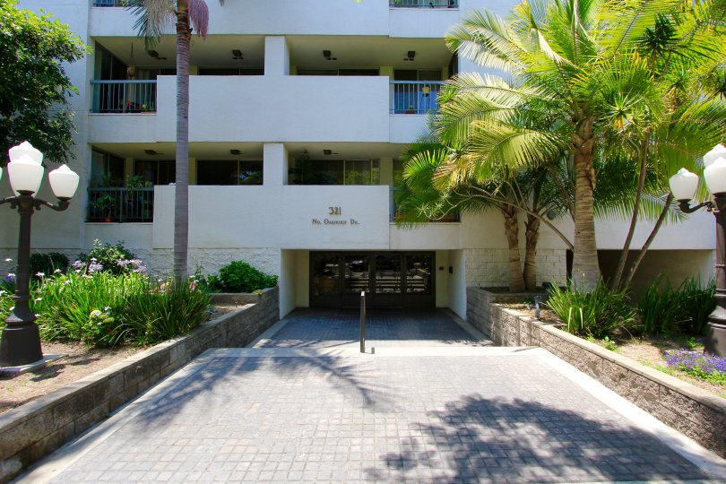 The entrance to the Oakhurst Condominiums in Beverly Hills