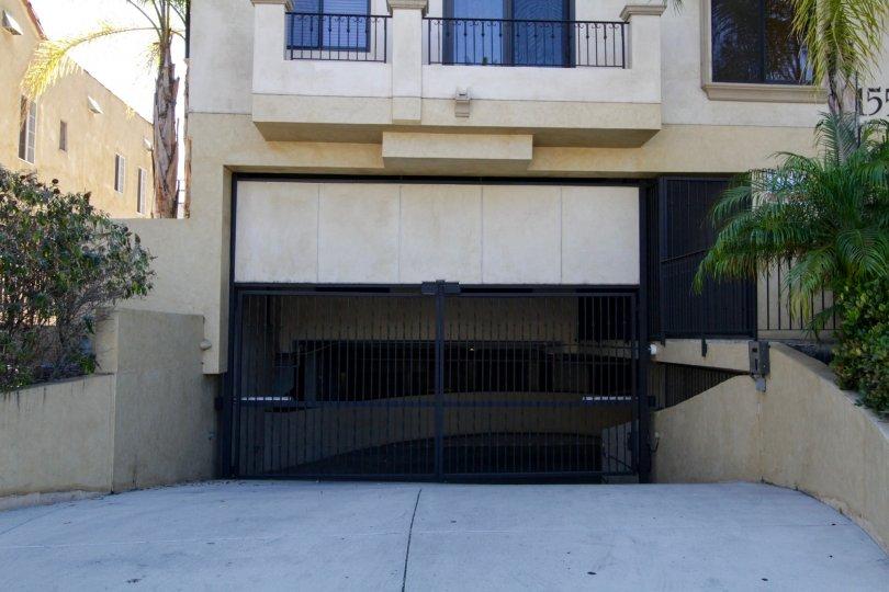 The parking in the Villa Fiorita in Beverly Hills