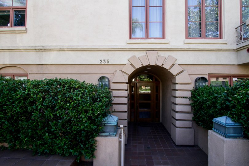 The entrance of the Villa Gale in Beverly Hills