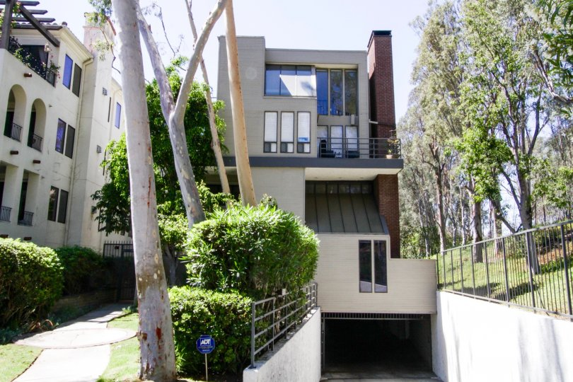 Brentwood Somerset condos in Brentwood