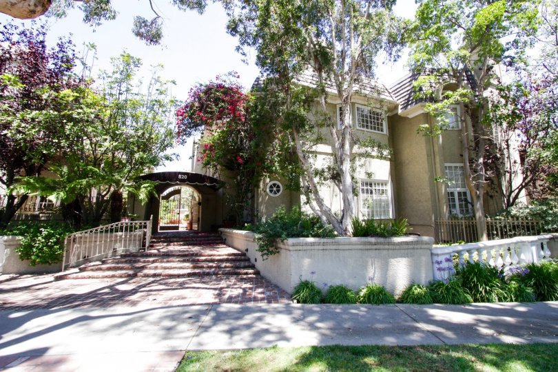 Chateau Du Mont is a beautiful condo building in Brentwood