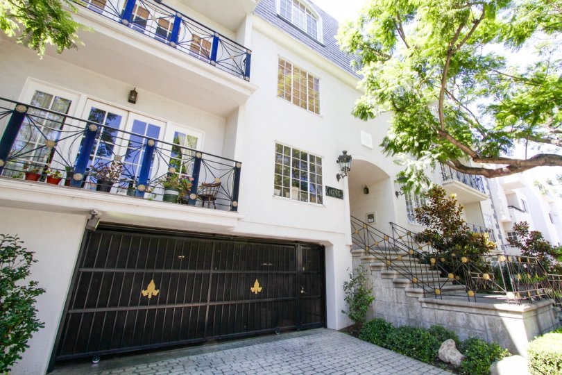 Fleur De Lis Brentwood offers private gated parking
