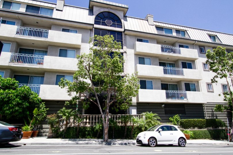 Montana Regency is a condo building in Brentwood