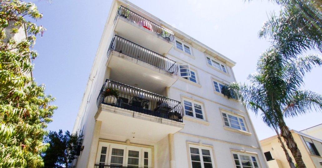 Balcony rails balloon outward to increase space at the Villa Trocadero condos