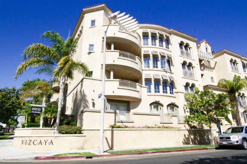 Vizcaya is a midrise condo building in Brentwood California
