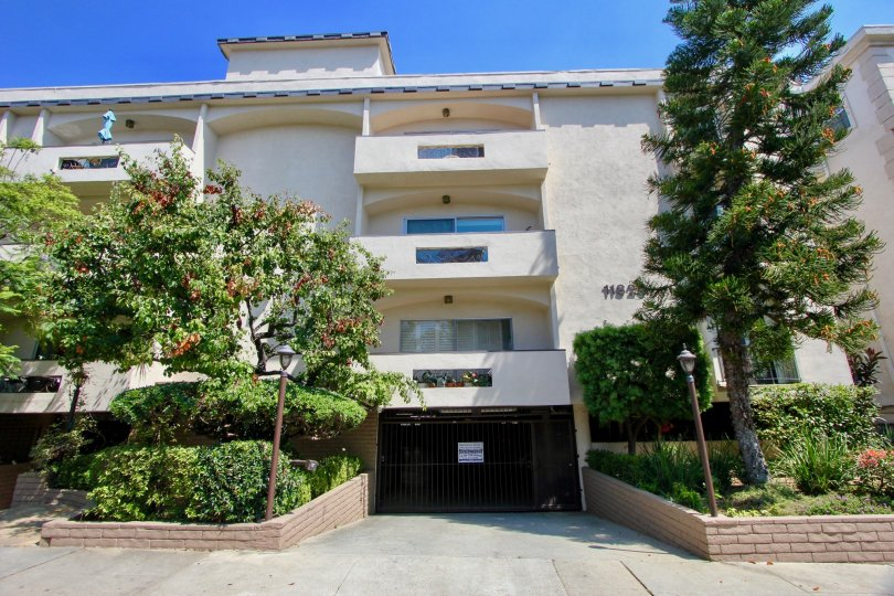 A comfortable apartment in Mayfield plaza Brentwood california