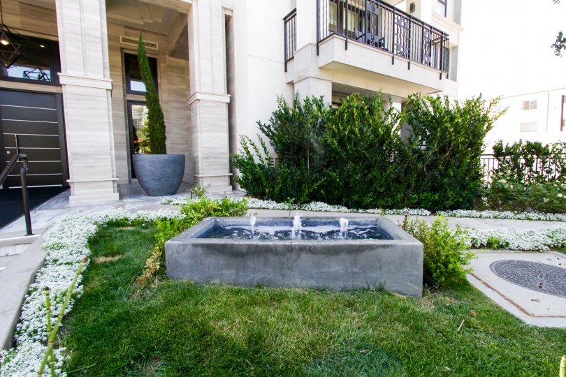 A rectangular fountain greets visitors to Cosmopolitan Brentwood