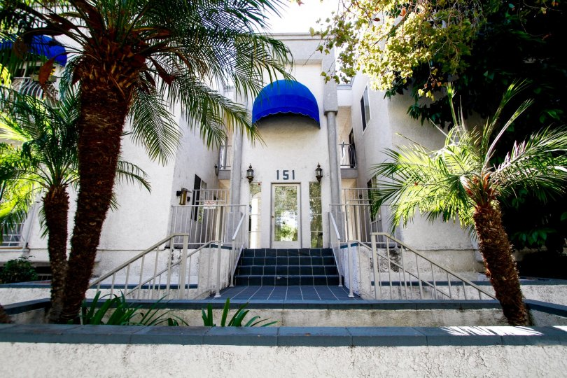 The entrance into 151 N Maple St in Burbank California