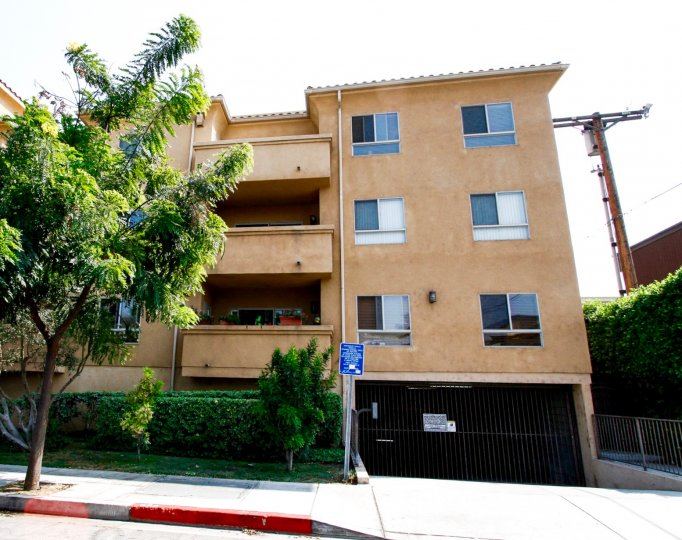 The balconies at 1515 Grismer Ave in Burbank California