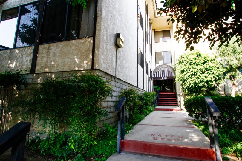 The entrance into 212 N Valley St